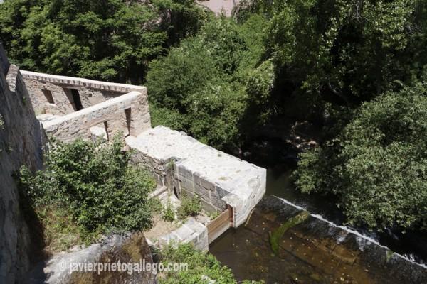 Restos consolidados del molino Cabila, junto al puente de San Lorenzo. © Javier Prieto Gallego