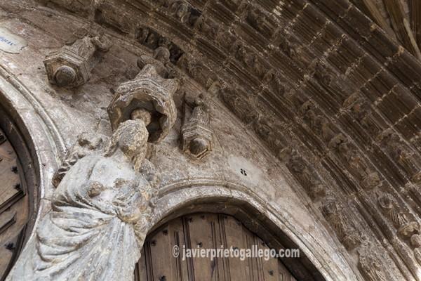 Portada gótica de iglesia de San Juan. Oña.© Javier Prieto Gallego.