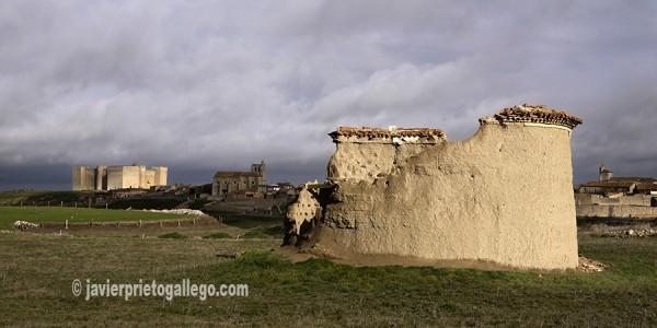 Palomar derruido y castillo de Montealegre. Montes Torozos. Valladolid. Castilla y León. España. © Javier Prieto Gallego