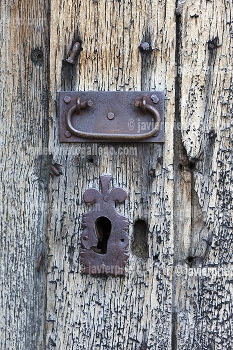 Detalle de una puerta en la localidad de Verdeña. Montaña Palentina. Parque Natural de Fuentes Carrionas - Fuente Cobre. Palencia. Castilla y León. España © Javier Prieto Gallego