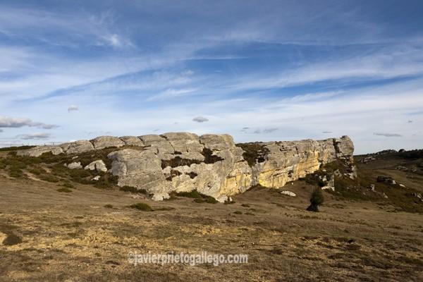 Formaciones rocosas en la Ruta del Monte Hijedo. PR- BU 30. Localidad de Santa Gadea de Alfoz. Burgos. Castilla y León. España. © Javier Prieto Gallego