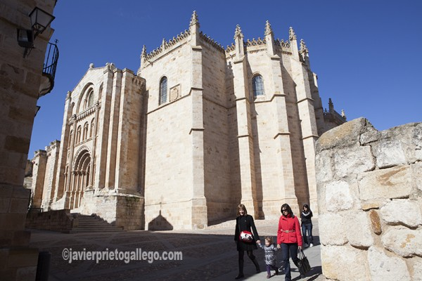 Puerta del Obispo de la catedral de Zamora. Castilla y León. España © Javier Prieto Gallego