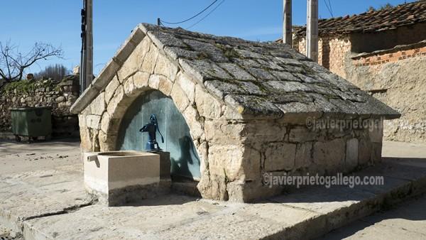 Fuente románica en Almaraz de Duero. Zamora. Castilla y León. España. ©Javier Prieto Gallego