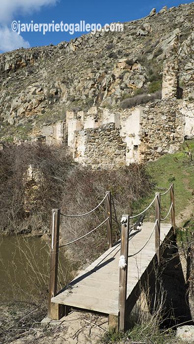 Puente y restos de infraestructuras mineras junto a las cascadas de Las Pilas. Almaraz de Duero. Zamora. Castilla y León. España. ©Javier Prieto Gallego