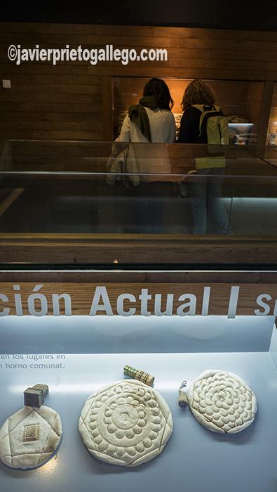 Vitrinas del Museo del Pan con muestras del pan que se realiza en Valladolid. Recursos expositivos del Museo del Pan. Mayorga. Valladolid. Castilla y León. España. ©Javier Prieto Gallego