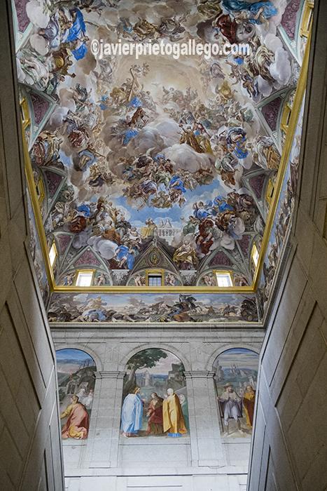 Bóveda de la escalera principal del claustro pintada al fresco en 1692 por Luca Giordano. Real Monasterio de El Escorial. Madrid. España ©Javier Prieto Gallego