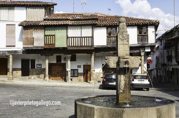 Arquitectura tradicional. Plaza Mayor. Localidad de Valverde de la Vera. Comarca de la Vera. Cáceres. Extremadura. España. © Javier Prieto Gallego