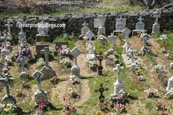 Cementerio de la localidad sanabresa de Cervantes. Comarca de Sanabria. Zamora. Castilla y León. España ©Javier Prieto Gallego