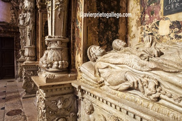 Detalle de uno de los cenotafios de la capilla de los Benavente realizada en 1544. Santa María de Mediavilla. Medina de Rioseco. Valladolid. Castilla y León. España. © Javier Prieto Gallego