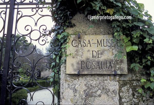 Puerta de entrada a la casa-museo de Rosalía de Castro en Padrón. A Coruña. España. © Javier Prieto Gallego