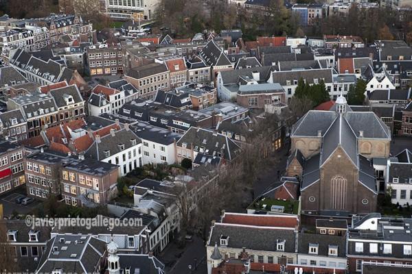 Barrio histórico de Utrecht visto desde lo alto de la Torre Dom de la catedral de Utrecht. Con sus 112 metros es la torre de un edificio religioso más alta de los Países Bajos. Símbolo de Utrecht. Holanda. © Javier Prieto Gallego