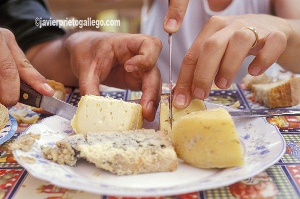 Tabla de quesos lebaniegos. Comarca de Liébana. Cantabria. España. © Javier Prieto Gallego;
