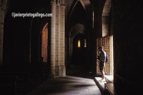 Entrada de la iglesia del Monasterio de Santo Toribio de Liébana. Cantabria. España. © Javier Prieto Gallego;