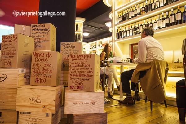 Restaurante Aldo's es una vinoteca ubicada en el barrio bonaerense de San Telmo. Avda. Moreno 372, Buenos Aires. Argentina © Javier Prieto Gallego www.aldosvinoteca.com