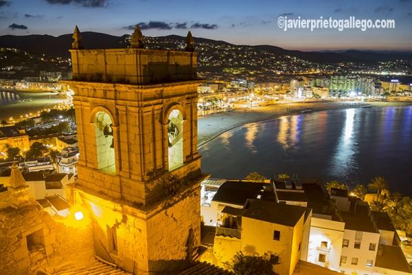 Torre de la iglesia de Nuestra Señora de Ermitana y playa Norte desde el castillo de Peñíscola. Costa del Azahar. Castellón. Comunidad Valenciana. España. © Javier Prieto Gallego
