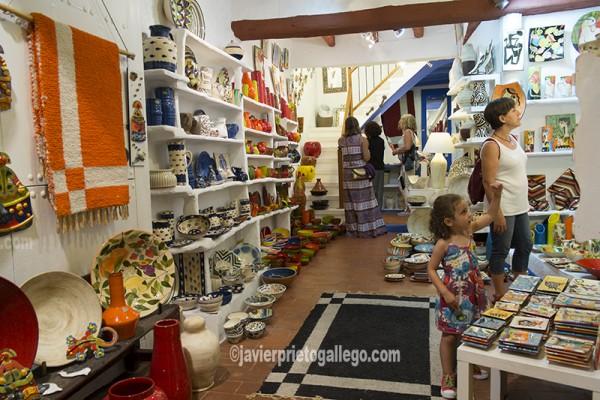 Tienda de artesanías en el casco histórico de Peñíscola. Costa del Azahar. Castellón. Comunidad Valenciana. España. © Javier Prieto Gallego