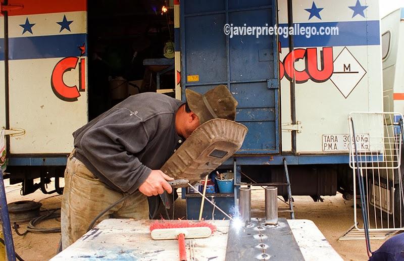 El taller del circo es fundamental para inventar o arreglar los aparatos que luego se utilizan en las actuaciones.[Valladolid. Castilla y León. España.© Javier Prieto Gallego]