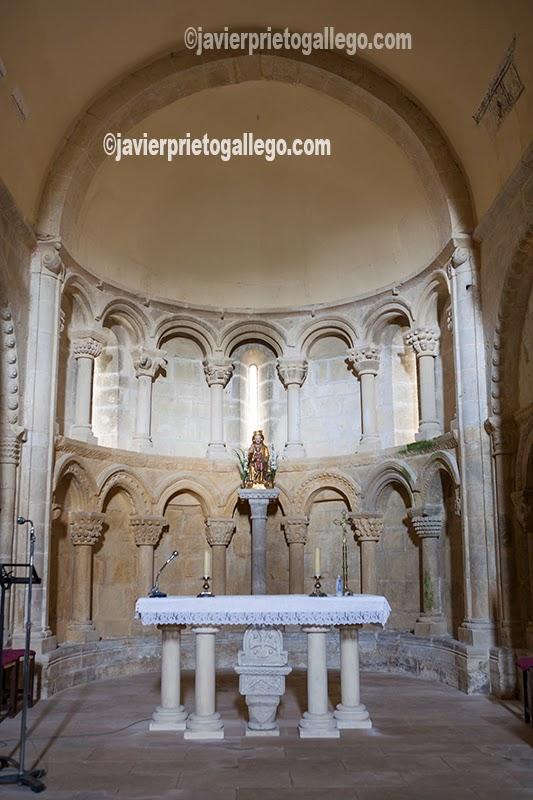 Interior del ábside de la iglesia románica de Santa María de Siones. Localidad de Siones. Valle de Mena. Merindades. Burgos. Castilla y León. España. © Javier Prieto Gallego;