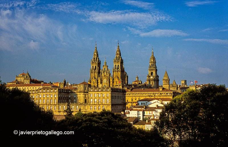 La catedral de Santiago de Compostela vista desde el parque de La Alameda. La Coruña. Galicia. España © Javier Prieto Gallego