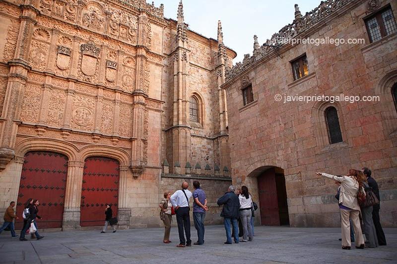 Patio de las Escuelas. Fachada plateresca de la Universidad de Salamanca. Castilla y León. España. © Javier Prieto Gallego