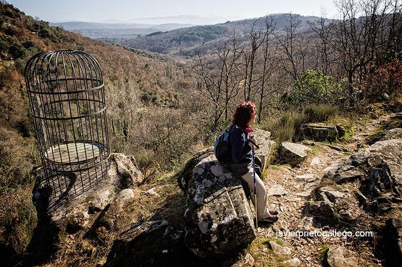 Obra de Miguel Poza junto al Camino del Agua. Mogarraz. Sierra de Francia. Salamanca.Castilla y León. España. © Javier Prieto Gallego