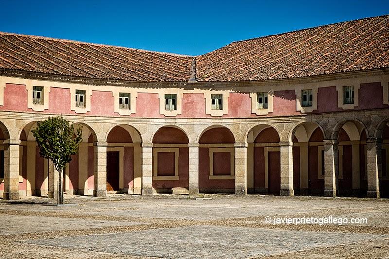 Edificio de las caballerizas del ala oriental de la plaza de Armas. Real Palacio de Riofrío. Segovia. Castilla y León. España. © Javier Prieto Gallego;