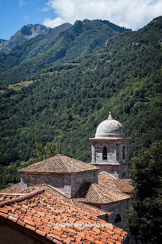 Torre de la iglesia de Oseja de Sajambre. Parque Regional de Picos de Europa. León. Castilla y León. España. © Javier Prieto Gallego