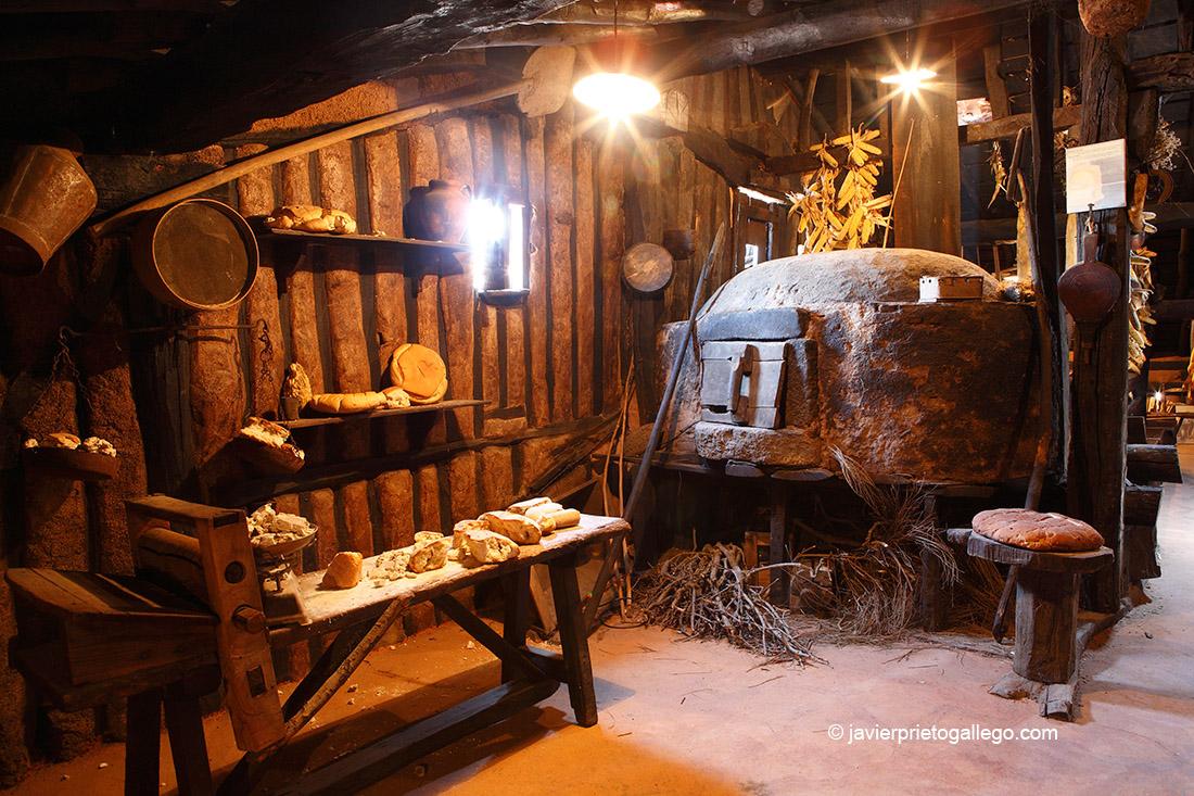 Rincón del horno en el desván de la Casa museo etnográfico Sátur-Juanela. Localidad de La Alberca. Salamanca. Castilla y León. España. © Javier Prieto Gallego