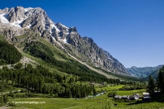 Paisaje alpino en Val Ferret. A los pies del Mont Blanc. Valle de Aosta. Alpes Italianos. Italia. © Javier Prieto Gallego