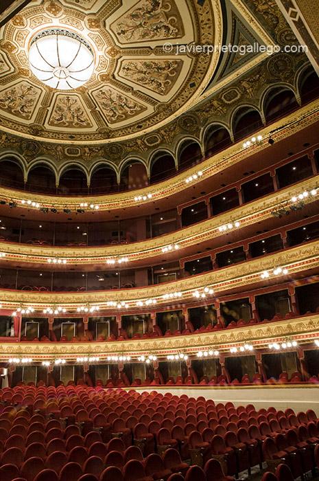 Patio de butacas del teatro Calderón de Valladolid, inaugurado el 29 de septiembre de 1864. Castilla y León. España, 2007 © Javier Prieto Gallego