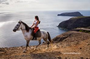 Paseo a caballo sobre los acantilados de Porto Santo (Madeira, Portugal)