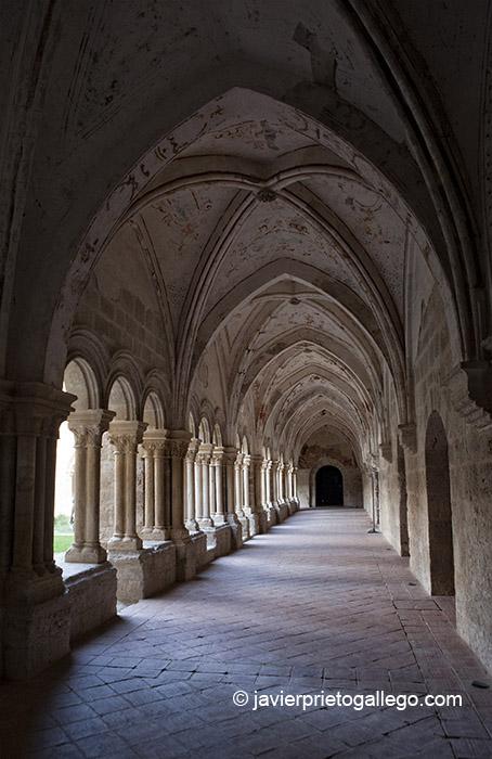 Claustro bajo del  monasterio de Santa María. Valladolid. Castilla y León. © Javier Prieto Gallego;