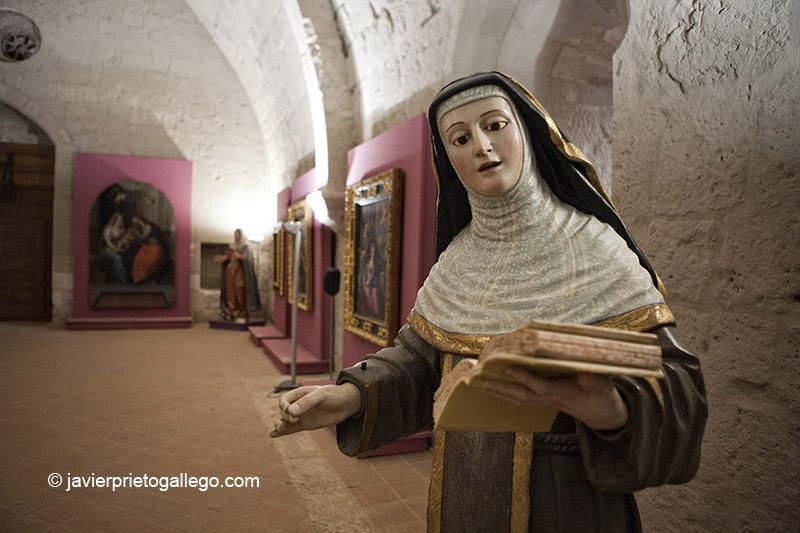 Piezas expuestas en el refectorio del monasterio de Santa María de Valbuena. Valladolid. Castilla y León. © Javier Prieto Gallego;
