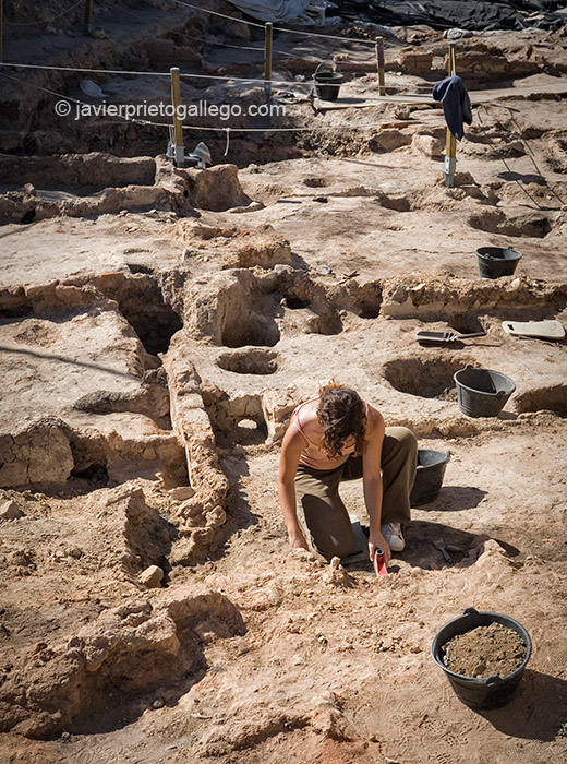 Excavaciones en el yacimiento arqueológico de Pintia.  Valladolid. Castilla y León. España. 2006 © Javier Prieto Gallego;