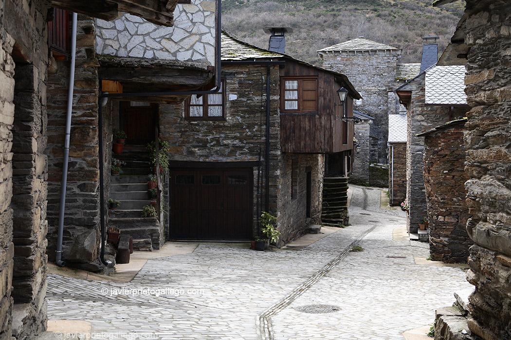Localidad de Peñalba de Santiago. Valle del Silencio. El Bierzo. León. Castilla y León. España © Javier Prieto Gallego