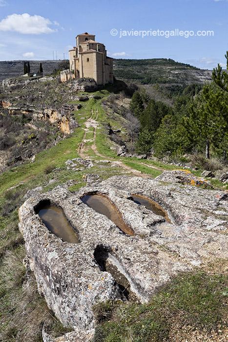 Necrópolis altomedieval e iglesia de Santa María en Sedano. Burgos. Castilla y León. España. © Javier Prieto Gallego