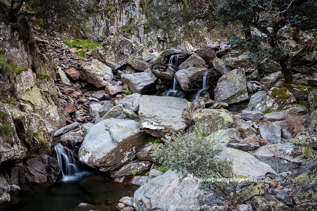 Ruta a la cascada de La Miacera o Meancera. Localidad de El Gasco. Comarca de Las Hurdes. Cáceres. Extremadura. España. © Javier Prieto Gallego;