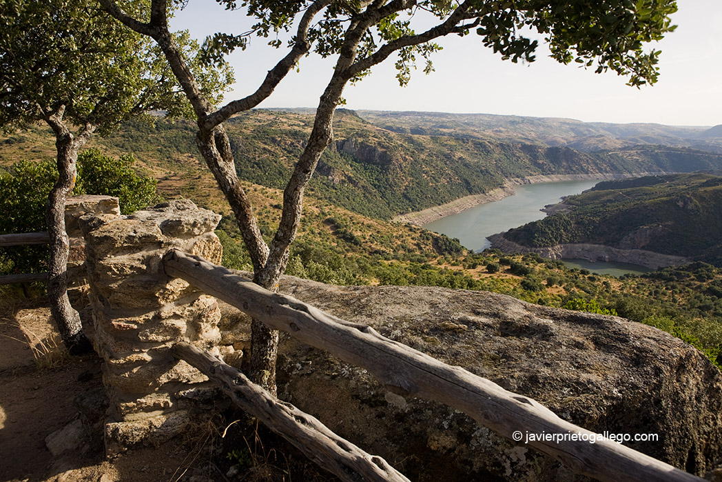 El Duero desde el mirador de Las Ecaleras. Fermoselle. Comarca de Sayago. Arribes zamoranos. Zamora. España. © Javier Prieto Gallego