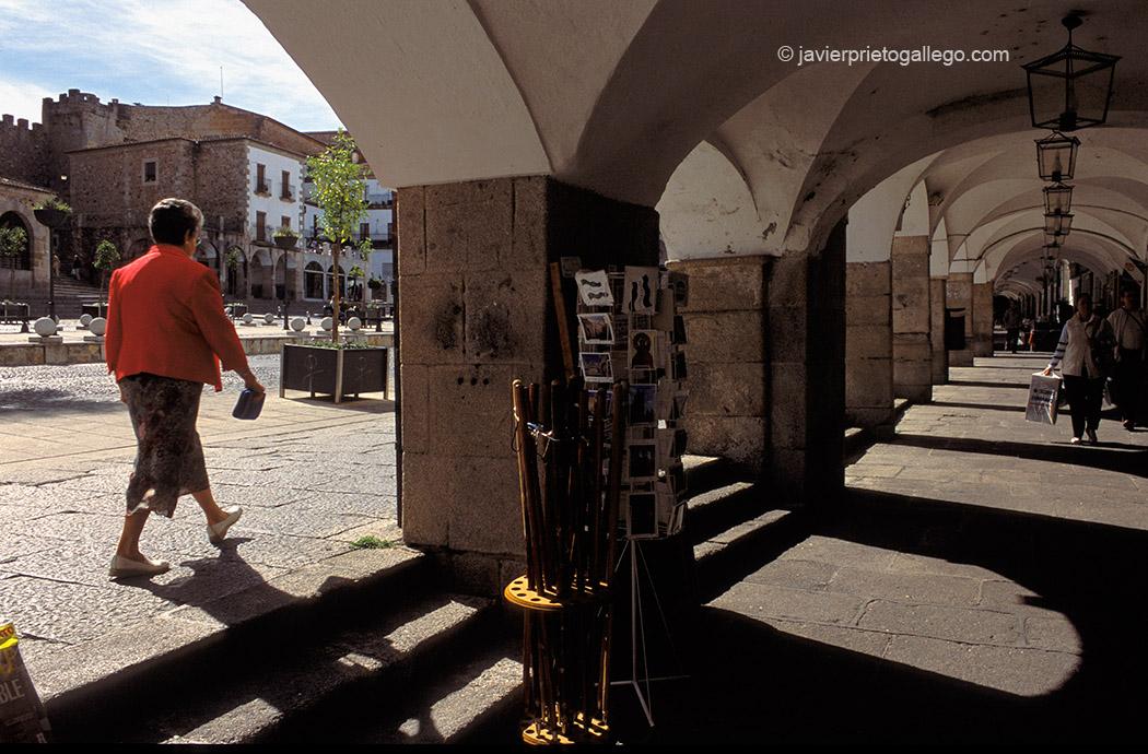 Soportales bajos de la plaza Mayor de Cáceres. Extremadura. España © Javier Prieto Gallego