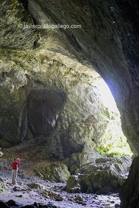 Cueva del Cobre. Parque Natural de Fuentes Carrionas y Fuente Cobre - Montaña Palentina. Palencia. Castilla y León. España. © Javier Prieto Gallego