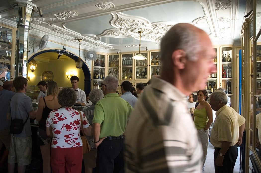 """La Pastelería """"Pastéis de Belém"""" elabora desde 1837 la especialidad del mismo nombre, con una receta que se mantiene en secreto desde entonces. Belém. Lisboa. Portugal © Javier Prieto Gallego"""