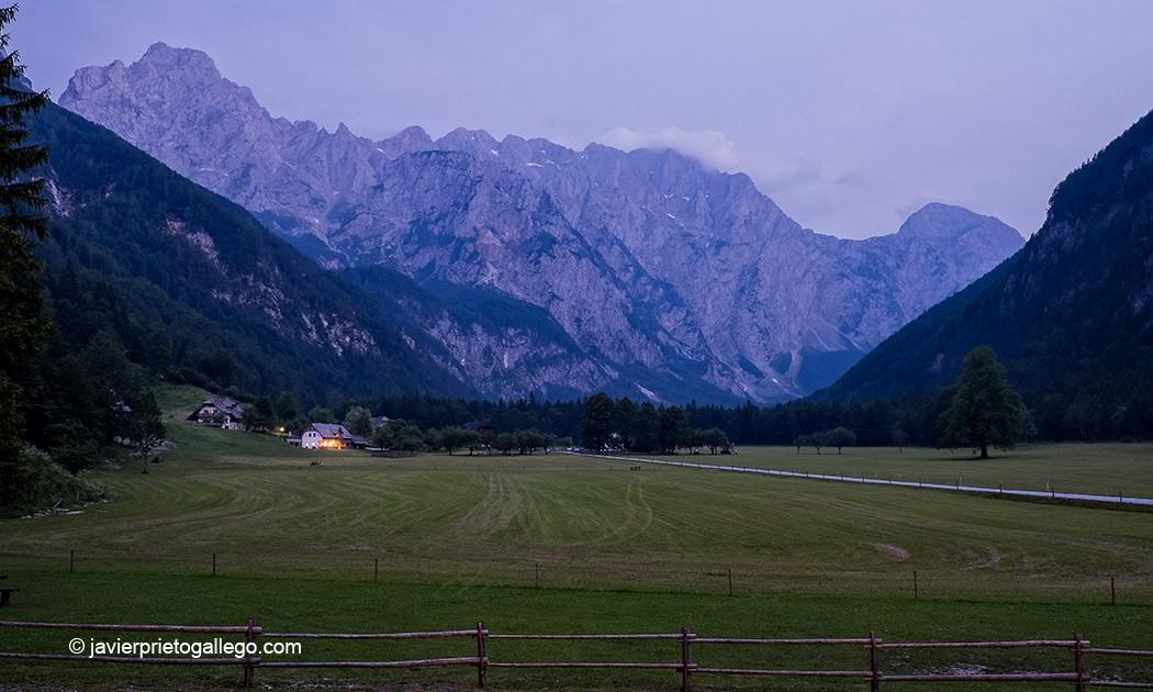 Anochecer en Logarska Dolina. Eslovenia © Javier Prieto Gallego.