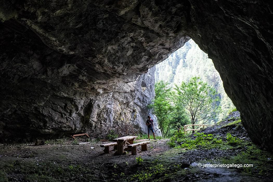 Cueva del dragón Lintver, en la entrada al valle de Matkov kot. Región de Solčavsko. Eslovenia © Javier Prieto Gallego
