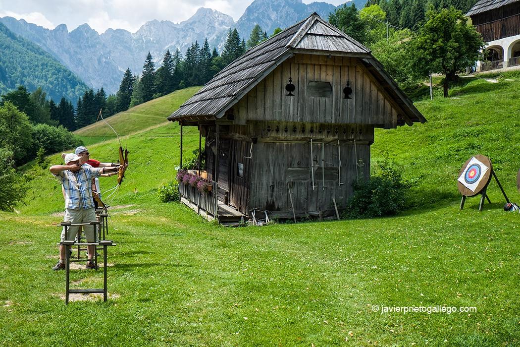 Gradišnik farm es un alojamiento especializado en la actividad de tiro con arco. Valle de Matkov kot. Región de Solčavsko. Eslovenia © Javier Prieto Gallego