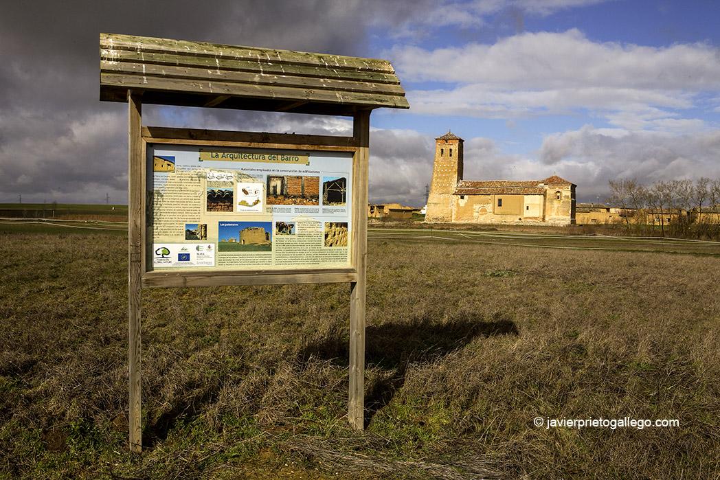 Panel informartivo en el camino a la laguna de Boada de Campos. Iglesia de Boada. Palencia. Castilla y León. España © Javier Prieto Gallego