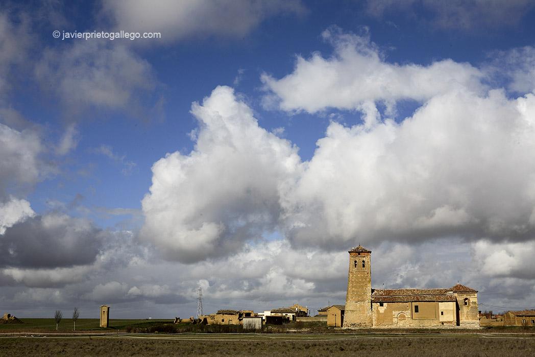 Iglesia de la localidad de Boada. Arquitectura del barro. Tierra de Campos. Palencia. Castilla y León. España © Javier Prieto Gallego