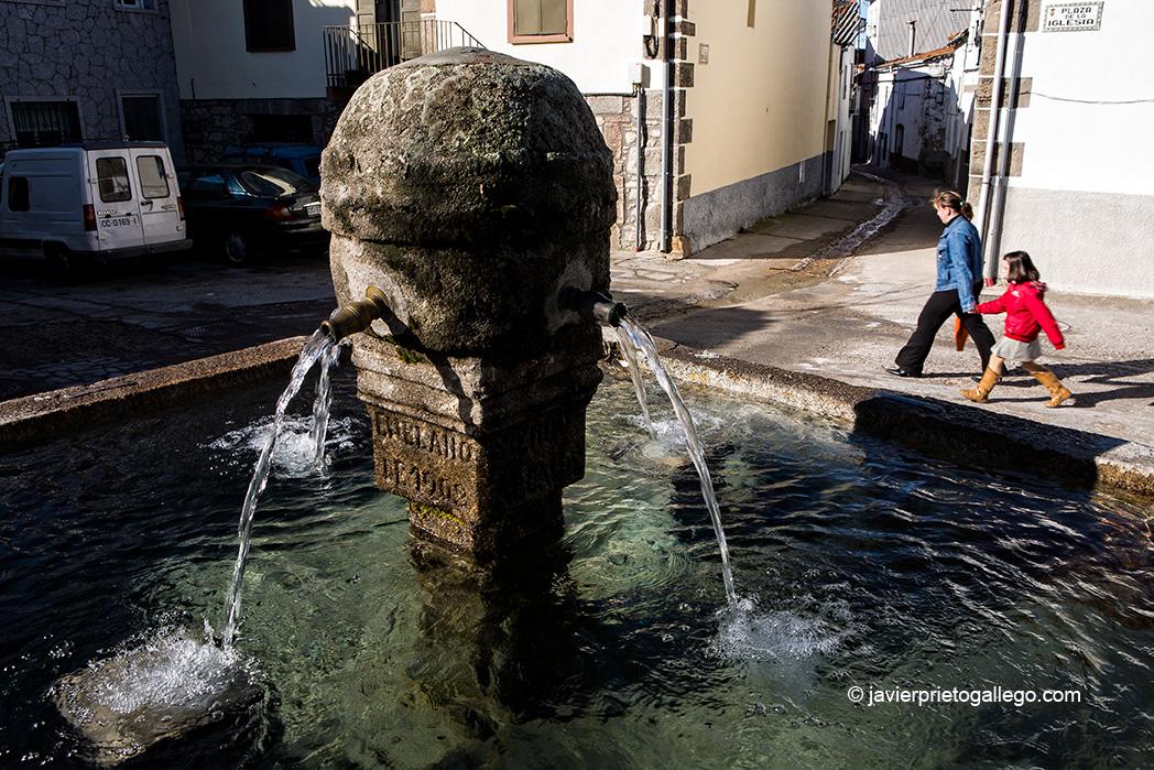 Fuente junto al a iglesia. Piornal. Valle del Jerte. Extremadura. España © Javier Prieto Gallego;