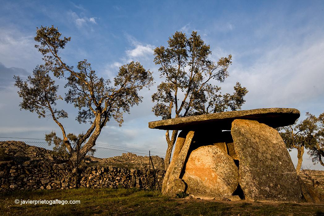Dolmen de Los Mellizos. Cerca de Valencia de Alcántara. Cáceres. Extremadura. España © Javier Prieto Gallego;