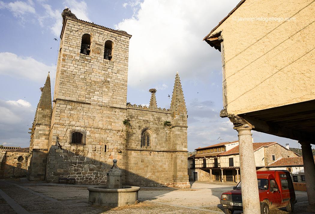 Colegiata gótica de San Martín. Siglo XV. Plaza Mayor de Bonilla de la Sierra. Ávila. Castilla y León. España. © Javier Prieto Gallego