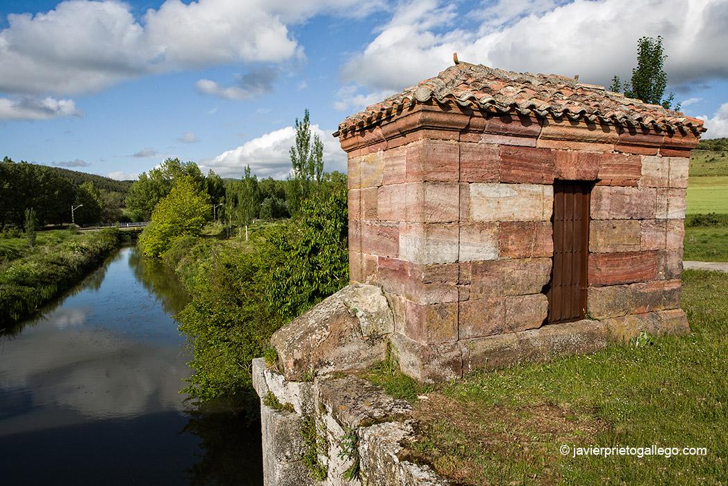 Retención del Canal de Castilla en Alar del Rey. Palencia. Castilla y León. España © Javier Prieto Gallego